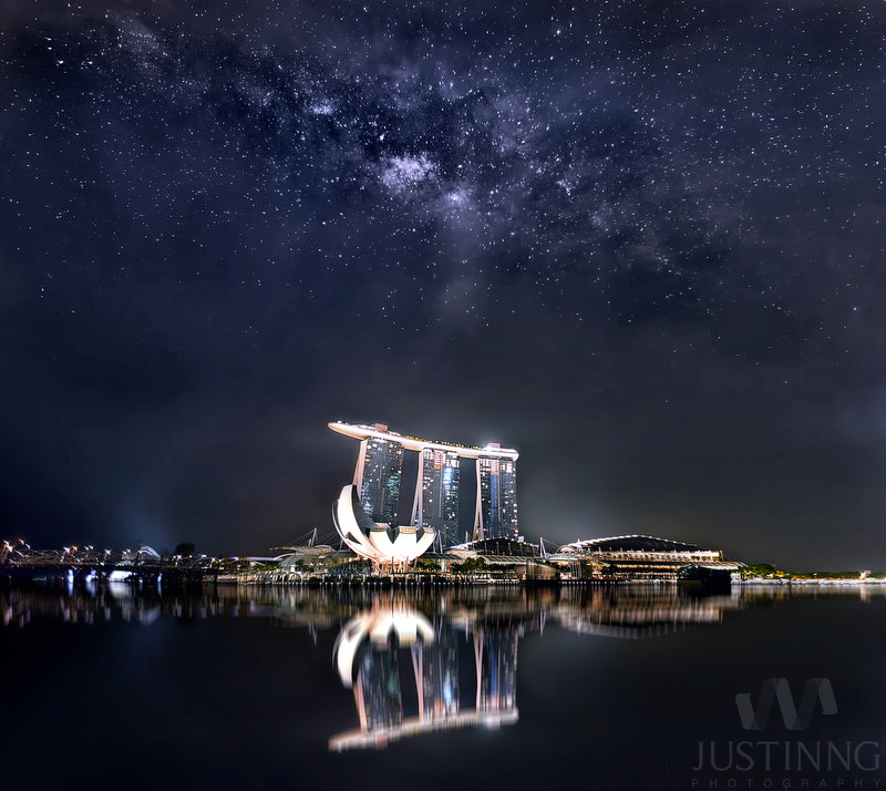 10 Apr 2014 - Rising Milky Way above Marina Bay Sands Singapore