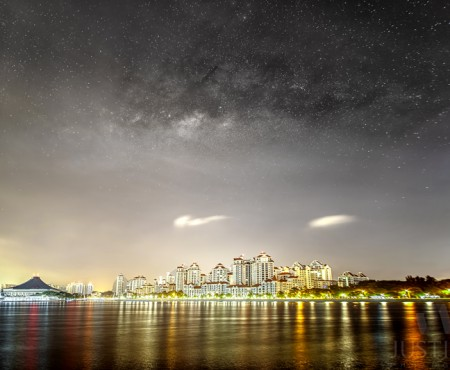14 April 2015 – Rising Milky Way galaxy above Singapore Indoor Stadium