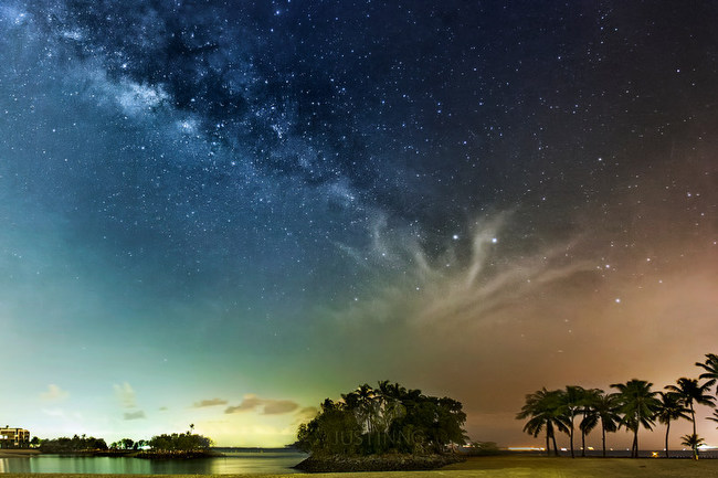 rising-milky-way-at-sentosa-singapore
