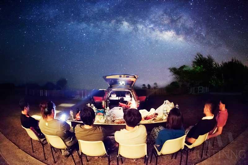 140628-Outdoor-Movie-Screening-with-Milky-Way