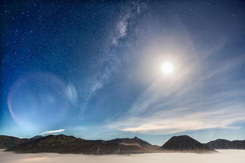 150506-Milky-Way-above-Mount-Bromo-w