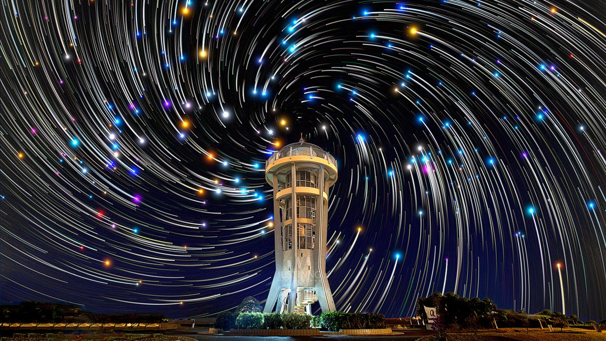 03 Feb 2014 - Spiral star trails above Rocket Tower in Singapore