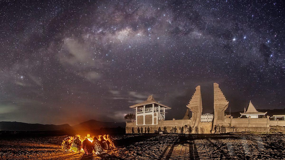 07 May 2016 - Milky Way above Pura Luhur Poten in Mount Bromo