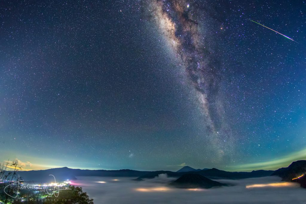 06 May 2019 - Eta-Aquarid-Meteor-Above-Mount-Bromo